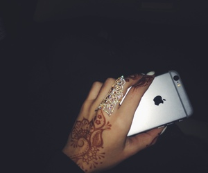 henna and iphone image