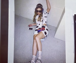 3 and billie lourd image