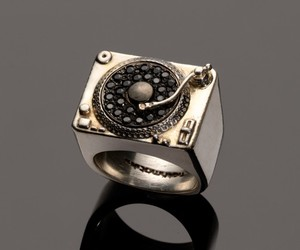 cool and turntable ring image