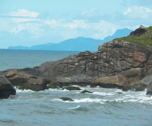 beach, pedra, and praia image