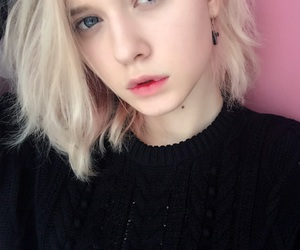 blond hair, grunge, and pale image