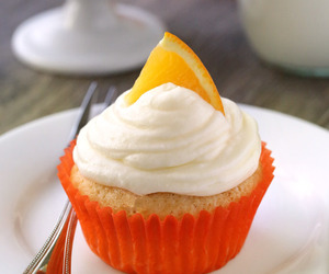 cupcakes and dessert image