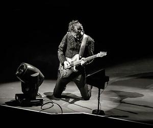 Matt Bellamy and muse image