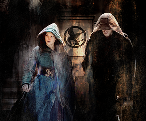 katniss everdeen, mockingjay, and the hunger games image