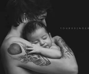 louis tomlinson, baby, and one direction image
