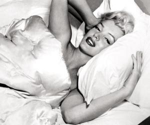 Marilyn Monroe, perfume, and chanel no5 image