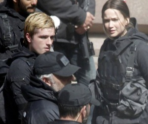 josh hutcherson, Jennifer Lawrence, and mockingjay image