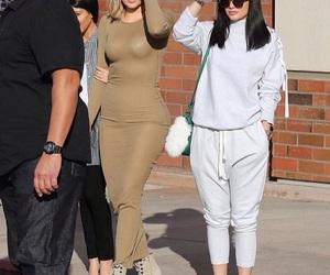 khloe kardashian and kylie jenner image