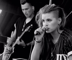 band, pvris, and lynn gunn image