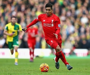 liverpool fc and roberto firmino image