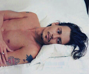 bed, depp, and johnny image