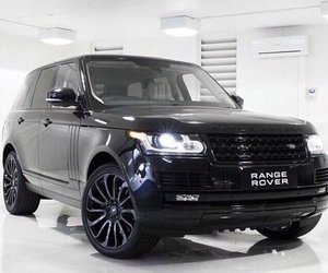 black and range rover image