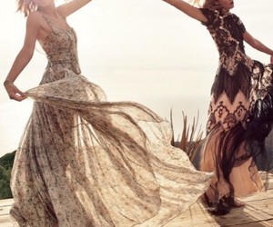 Taylor Swift, Karlie Kloss, and vogue image