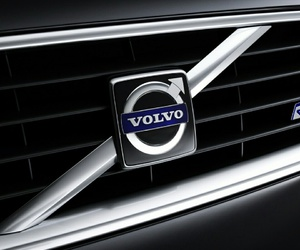 car and volvo image