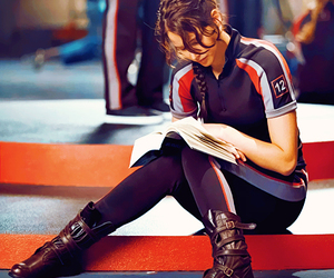 Jennifer Lawrence, the hunger games, and book image