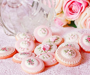 coockie, pale, and roses image