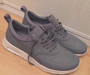 air max, chaussures, and grey image