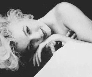 beautiful, black and white, and Marilyn Monroe image