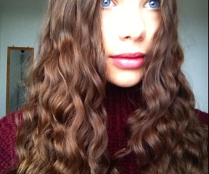 girl, winter, and curley hair image