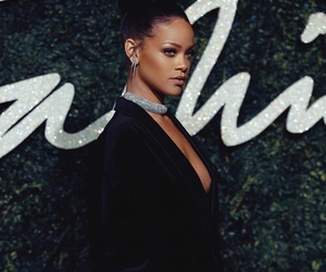 rihanna, riri, and Queen image