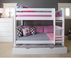 girls and bunks image