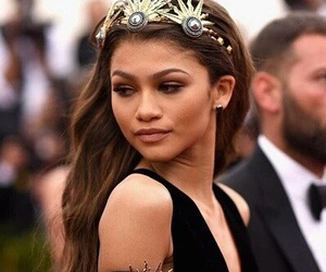 zendaya and pretty image