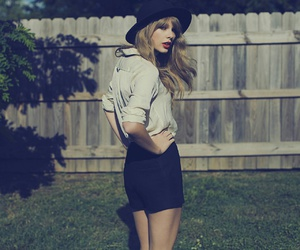 Taylor Swift, ❤, and 💋 image