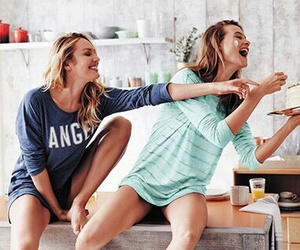 candice swanepoel, friends, and Behati Prinsloo image