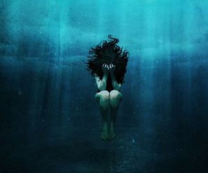 drowning and water image
