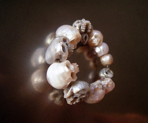 pearl and skull ring image