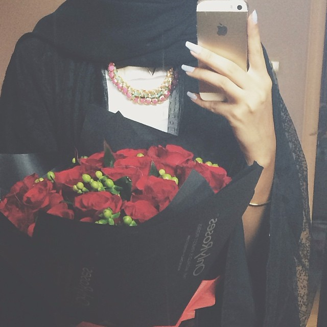 hijab and iphone image