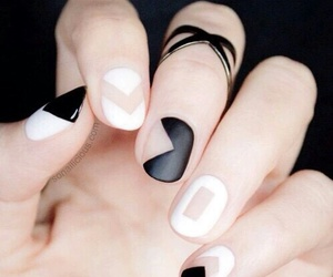 black, blanco y negro, and nails image