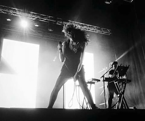 concert, tour, and lauren mayberry image