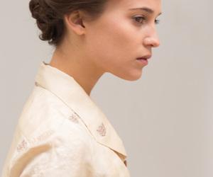 alicia vikander, kit harington, and testament of youth image