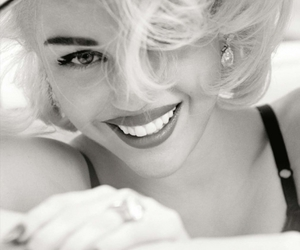 black and white, miley cyrus, and blanco y negro image