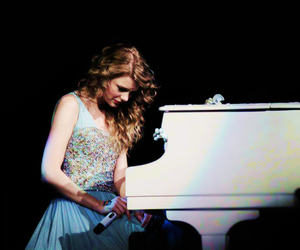 Taylor Swift and piano image
