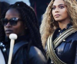 super bowl, the queen, and beyoncè image