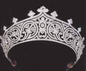 crown and jewelry image