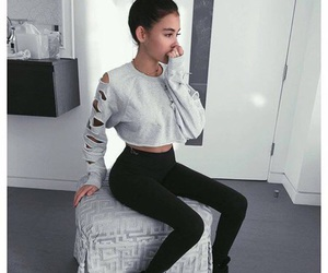 madison beer, outfit, and beauty image