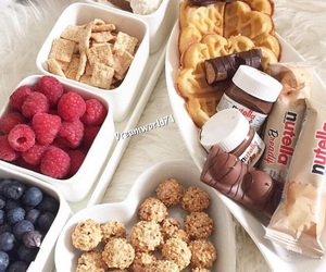 FRUiTS and nutella image