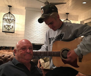 justin bieber, guitar, and beliebers image