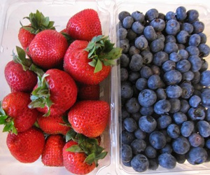 blueberries and strawberries image