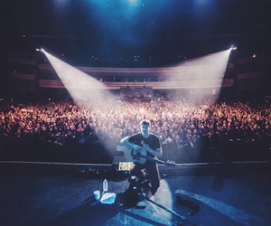 shawn mendes, boy, and concert image