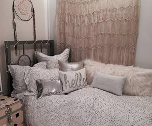 bedroom style, dorm room style, and dorm decor image