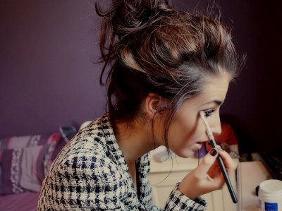 belle, chignon, and maquillage image