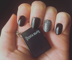 black and manicure image