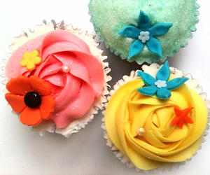 colors, frosting, and cupcakes image
