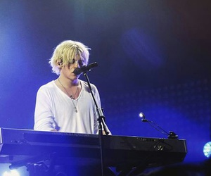 live, show, and ross lynch image