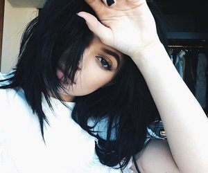 kyliejenner, 💋, and 🌹 image
