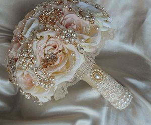 pearl, vintage, and wedding image